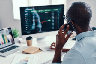 A complete guide to call center KPIs: What to track and why Thumbnail